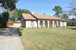 10111 cantertrot drive, humble, TX 77338