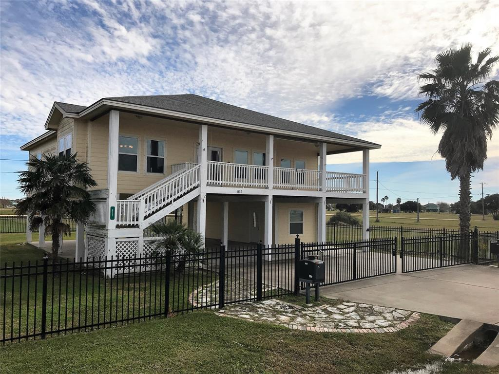811 W Bayshore Drive, Palacios, TX 77465