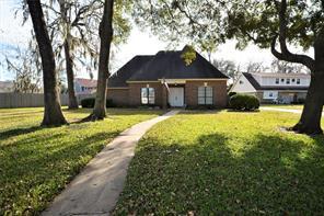 53 wedgewood court, lake jackson, TX 77566