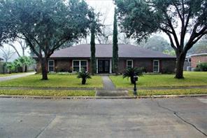 103 live oak lane, lake jackson, TX 77566