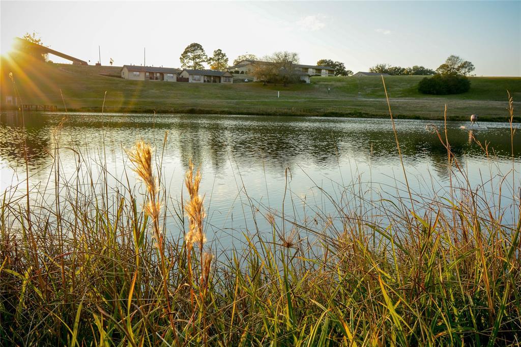 27 Lakeview Drive, Hilltop Lakes, TX 77871