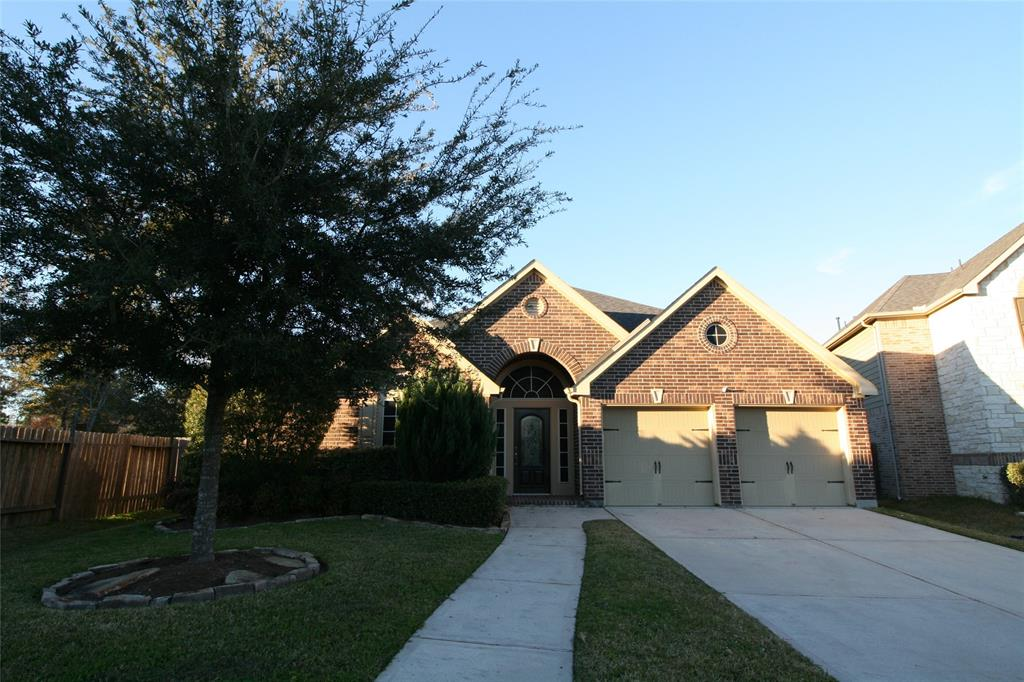 Immaculate one story Perry 4/3/2 on private cul-de-sac.Well appointed home w/study,formal living, open floor plan,& wall of windows.Chef s kitchen w/granite, tile backsplash, huge island & black appliances. Master retreat w/sitting area & views of the deck.Master bath w/separate tub/shower & enormous walk-in closet.Pool size backyard w/ extended patio. Sought after Conroe ISD.  Walking distance to Elementary school and Community sports center. Less that 2 minutes to Grand Pkwy 99 and very convenient drive to the Exxon campus. Close to HEB and many other restaurants and shops.