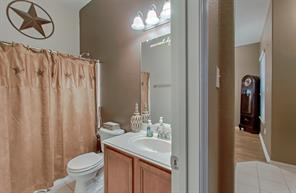 Your secondary bath with tub/shower combination and huge mirror.