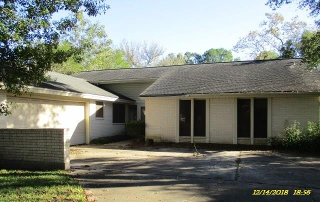 1 STORY BRICK HOME! OVER 2400 SQUAR FEET OF LIVING SPACE. 4 BEDROOMS, 2 BATHROOMS, SPACIOUS LIVING WITH FIREPLACE, LARGE OPEN KITCHEN AND DINING, BONUS FORMAL OR STUDY!! BACKYARD WITH PATIO AND WOOD PRIVACY FENCE!