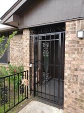 1907 w humble street, baytown, TX 77520