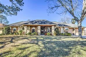 802 Essex Drive, Friendswood, TX 77546