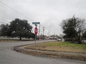 5838 lyndhurst drive, houston, TX 77033