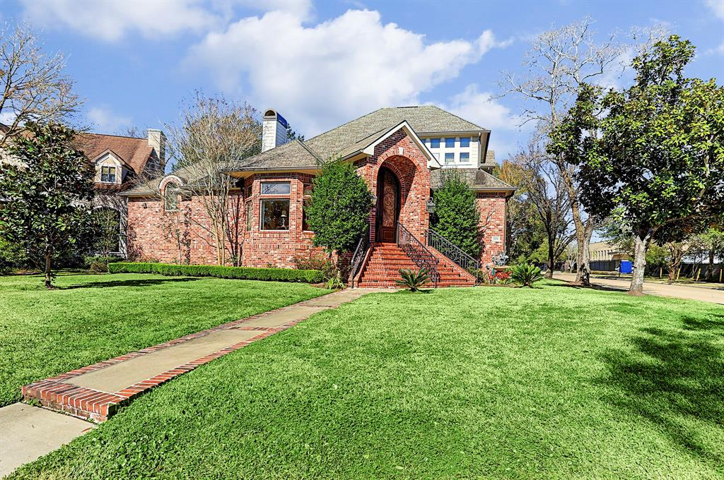9202 Greenwillow Street, Houston, TX 77096