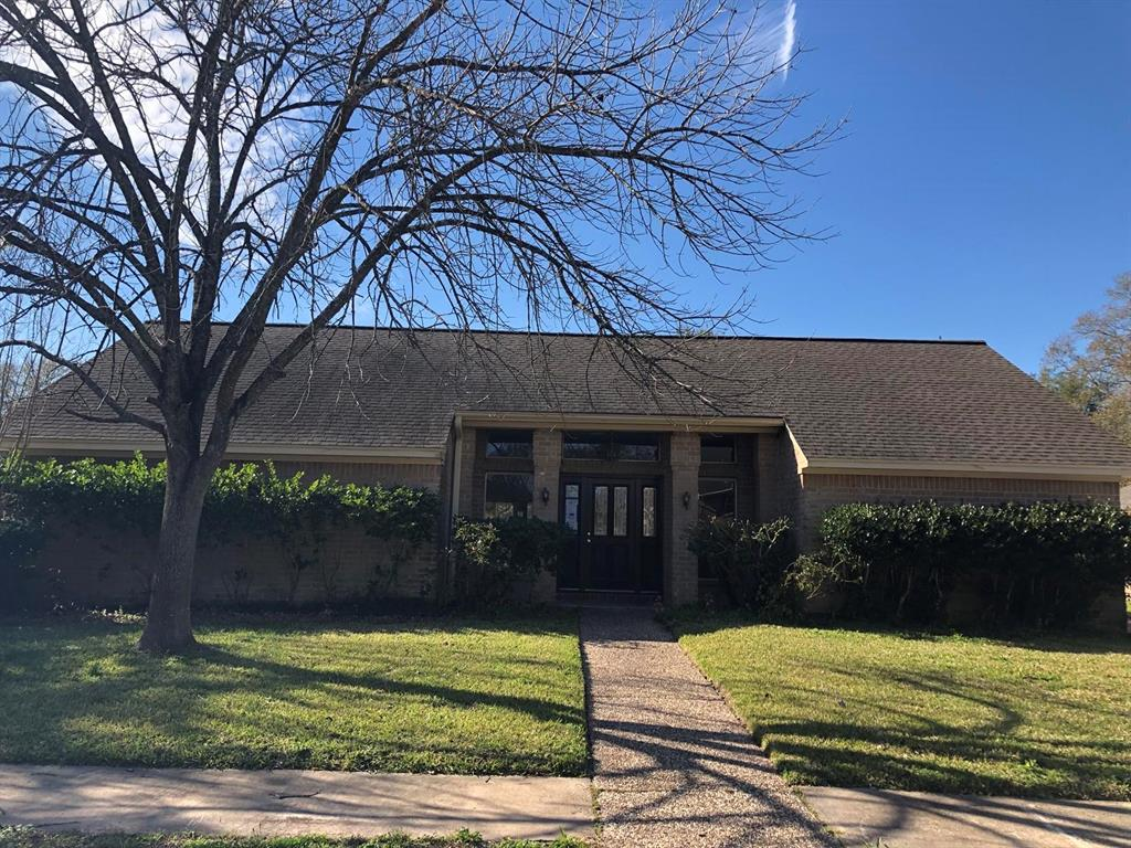 Beutifully maintained one story home located in the heart of Bear Creek.  This home is spacious and boast of many updates and upgrades which include an update kitchen, new paint and flooring, sprinkler system and more. This home is sure to please. Make this one the first on your home tour.