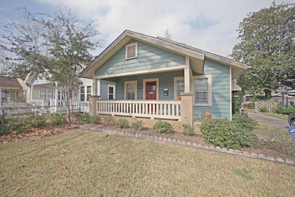 Charming Heights Bungalow with great curb appeal .Recently remodeled , beautifully refinished hardwood floors, custom kitchen cabinets and granite counter tops. Spacious breakfast room overlooking Large backyard. This Bungalow features lots of windows for natural lighting.