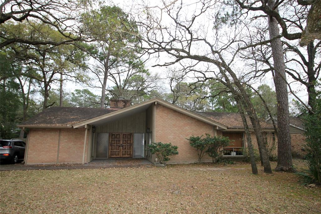Rehab or Build Dream Home.  3/2/2 Mid Century Modern home on 11.367 sq ft lot.  Prime location.  East access to City Centre & Terry Hershey Park. Home has minimal water penetration in front rooms from dam release. Rest of the home dry.