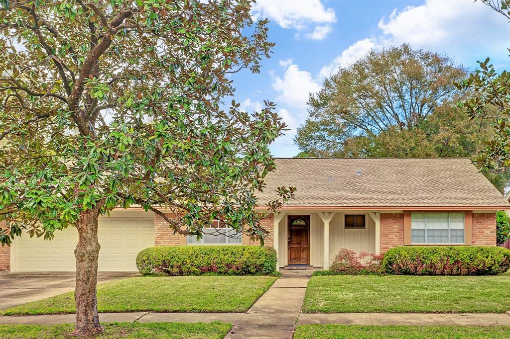 Ideally Located In The Heavily Treed North Section Of Meyerland With Close Proximity To Schools Shopping And 610 West Loop NO FLOODING HISTORY