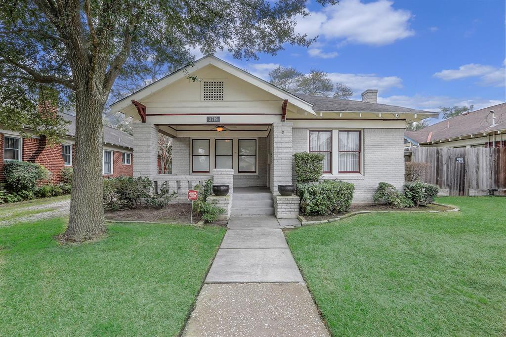 Classic Heights Bungalow curb appeal. Located on a beautiful block and within walking distance to beautiful Proctor Park and all of the wonderful restaurants near 11th Street and Studewood.