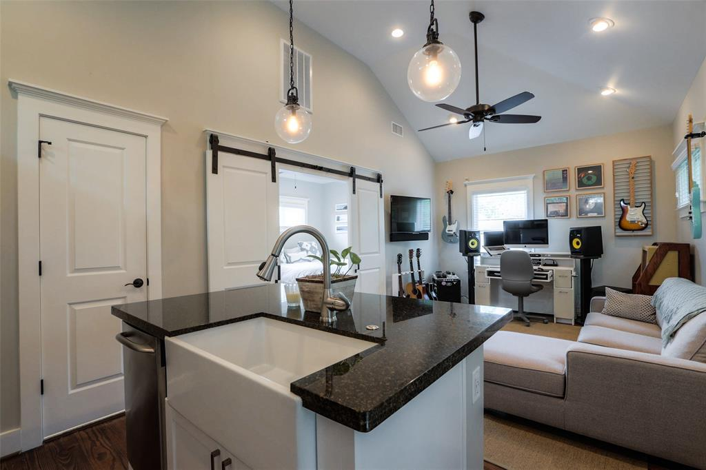 Garage Apartment: Great flow from Kitchen to Living space. Very polished!