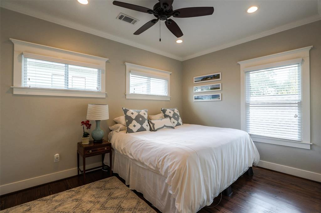 Garage Apartment: Large Bedroom with lots of natural light!