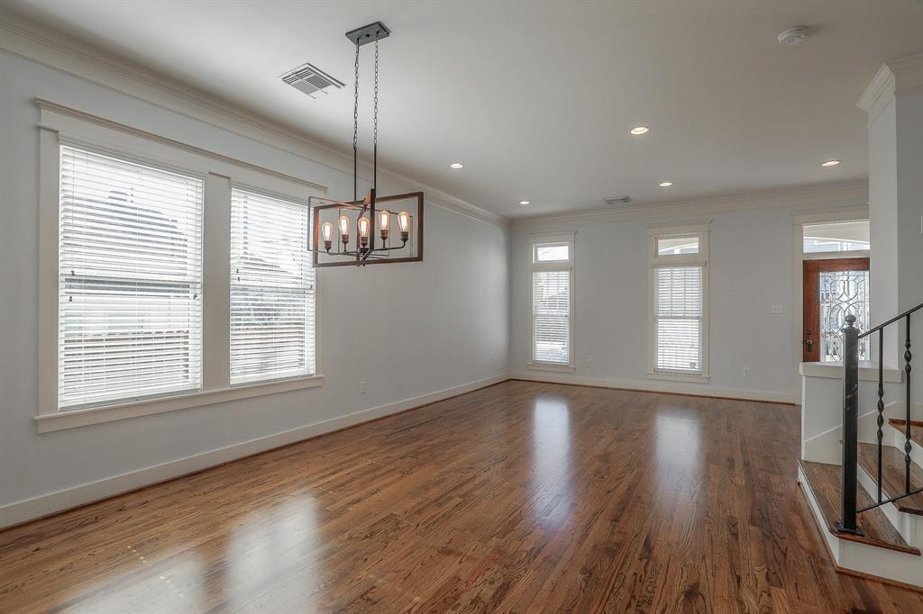 Open floor plan with lots of natural light! Large Living and Dining area.
