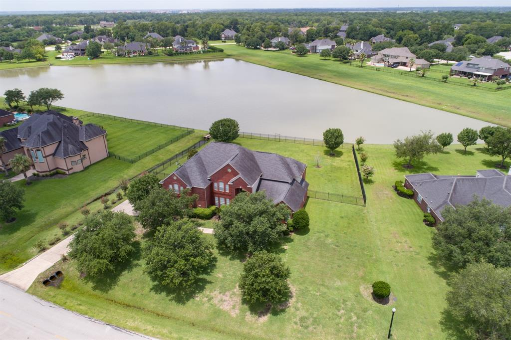 PRICED TO SALE!! NEVER FLOODED/NO HARVEY FLOODING! APPRAISAL DISTRICT LOT SIZE 29509,W/POOL SIZE BACK YARD,WROUGHT IRON FENCING/FRONTS LAKE. 4184 SQ. FT. HOME HAS 4 BEDROOMS, 4 FULL BATHS. FOYER HAS SETTING ROOM & FORMAL DINING ROOM OFF EACH SIDE. BUTLER PANTRY INTO KITCHEN, W/OAK CABINETS, WALK-IN FOOD PANTRY, SS STEEL APPLIANCES (REFRIGERATOR STAYS). LAUNDRY ROOM HAS LAUNDRY CHUTE DESCENDING FROM UPSTAIRS. 1 FULL BATH OFF GREAT R00M W/LAKE VIEW, SERVICE BAR, GAS LOG FP, SURROUND SOUND SPEAKERS.   MASTER BEDROOM HAS SURROUND SOUND SPEAKERS, BOOKCASE THAT OPENS TO FINISHED UPSTAIRS LOFT THAT COULD SERVE AS A PRIVATE OFFICE OR NURSERY, BAY WINDOWS THAT VIEW LAKE, EXIT DOOR TO PATIO.  MASTER BATH HAS WHIRLPOOL TUB, WALK-IN SHOWER, LARGE CLOSET.  2 SEPARATE STAIR ACCESS TO GAME RM AND 3 BEDROOMS UP, EACH W/WALK-IN CLOSETS. 2 BATHS UP (1 FULL/1 JACK/JILL). EXEMPT SCHOOL DIST, MIN TO COLLEGE CAMPUS/HOSP. SUBURB OF SUGAR LAND/MIN TO SHOP/DINE. SELLER RELOCATED/ANXIOUS TO SALE.