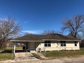 1606 w humble street, baytown, TX 77520