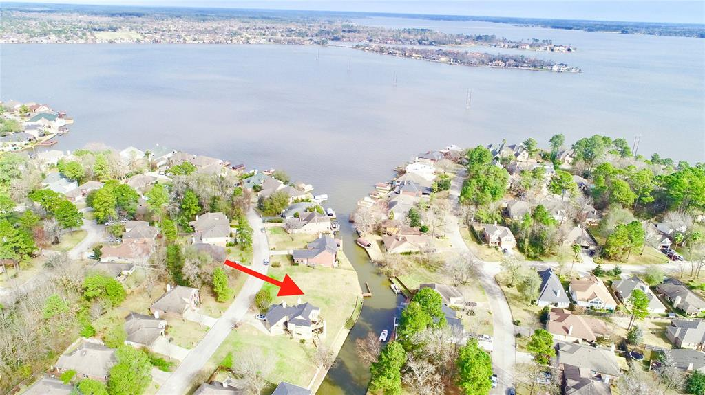 ONE OF THE BEST WATERFRONT DEALS ON LAKE CONROE! This lot is very close to wide open water, and in one of Lake Conroe's BEST communities! About 75' of waterfront, and over 8000 sf, for under 70k! This lot is also near the entrance to Walden so you have a quicker commute home or out to the nearby shops and stores. Walden has it ALL! Enjoy pools, trails, parks, the LAKE, tennis, fitness center, Marina, Yacht Club, and one of the BEST GOLF COURSES in the state of Texas. Enjoy MISD schools which are highly sought after and nearby. This is a great opportunity for a waterfront lot in a great location and at a great price. Come get it!