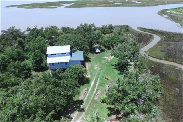 627 Fisherman Road, Smith Point, TX 77514