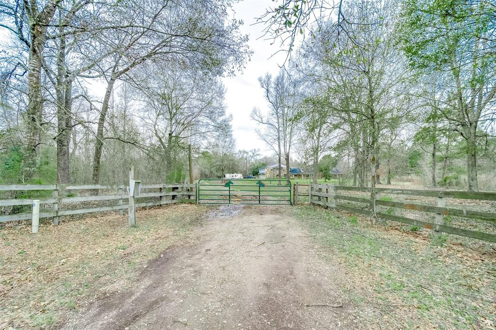 165 County Road 2212, Cleveland, TX 77327