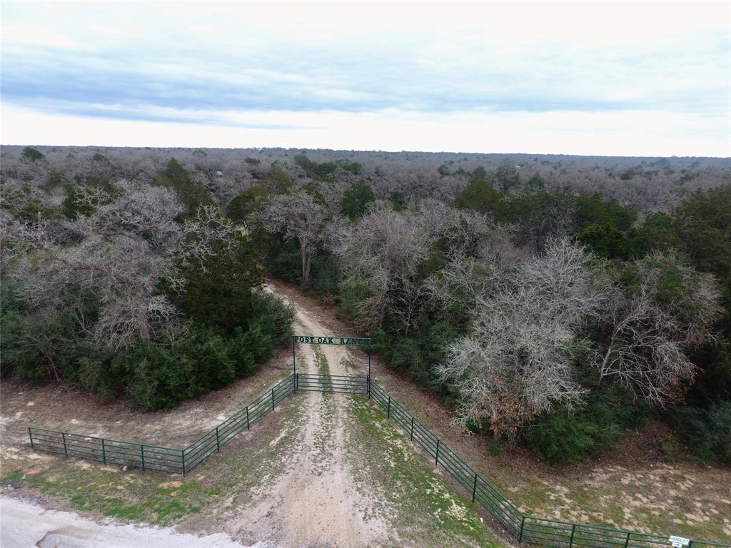 101 Harold Lane, Waelder, TX 78959