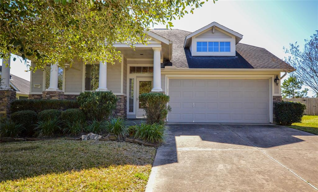 Lovely 3 bedroom home in Canyon Creek subdivision in Conroe. Kitchen has silestone countertops and tile backsplash, updated stained concrete floors and added trim work. Has a fully fenced back yard with a cabana styled back porch perfect to sit out and enjoy.