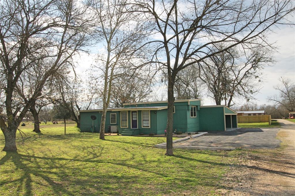 150 Meadows Drive, Elgin, TX 78621