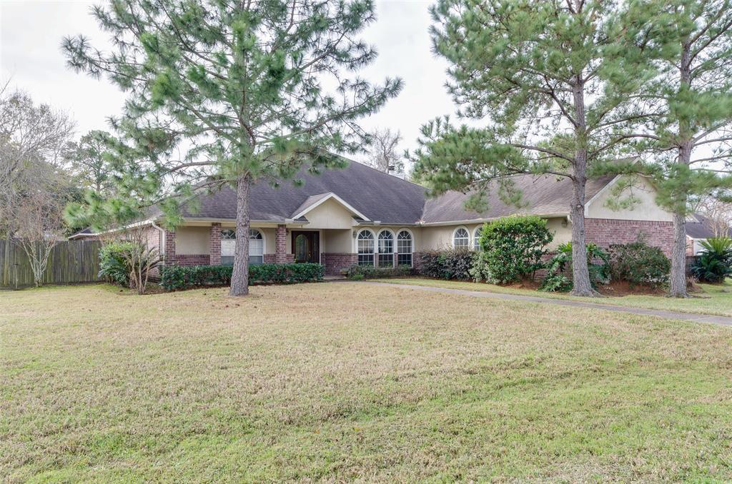 127 Whites Lake Estates Drive, Highlands, TX 77562