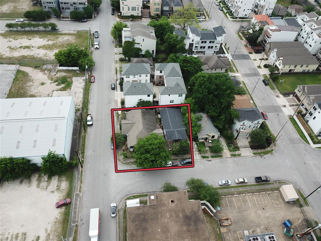 Very desirable location! Few minutes away to commercial establishments, schools, churches and major roads such as Gulf Fwy and Katy Fwy. This corner lot in the historic ward has two homes. Priced at lot value only!!!
