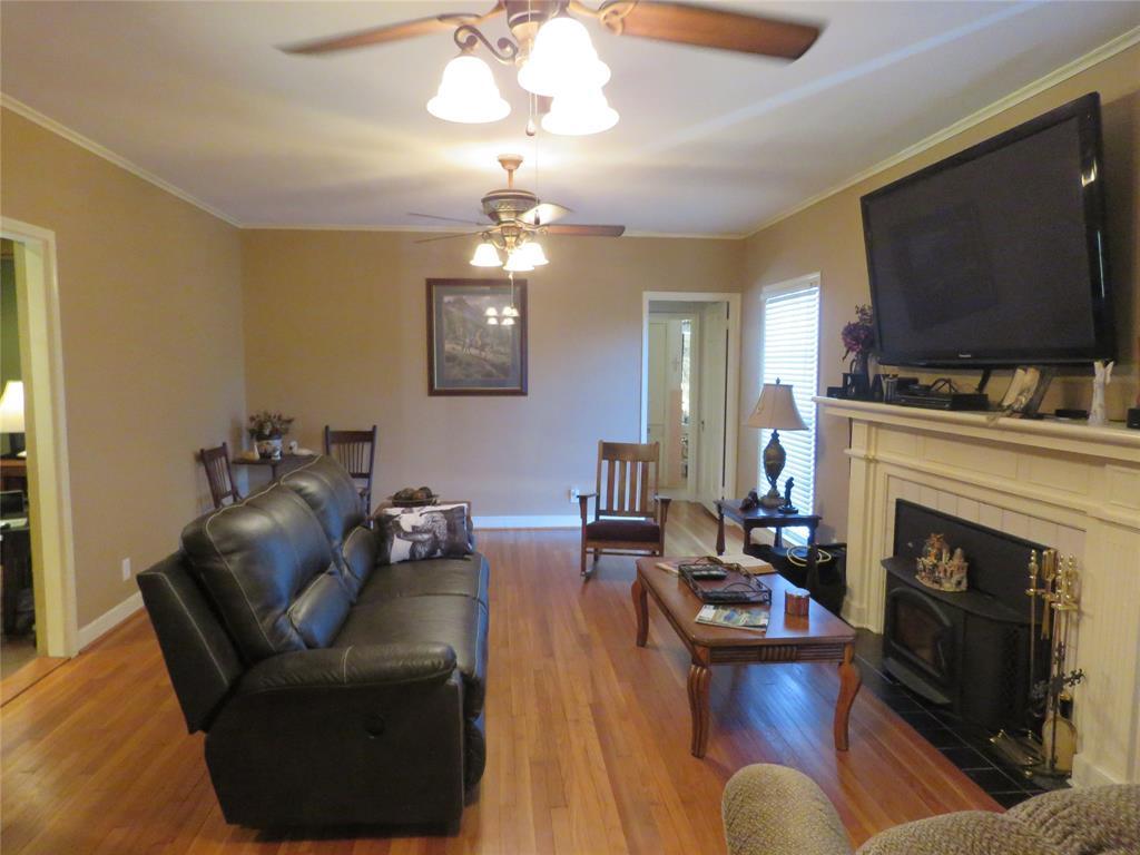 903 North Jackson Street, Cameron, TX 76520