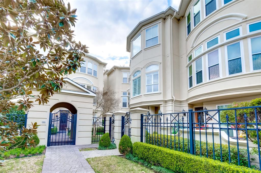 Stunning 3 bdrm Townhome w/study+loft in Hyde Park Crescent;walking distance to coffee shop buzz+dining in Montrose/Midtown & River Oaks shopping.This prime located unit has private gate & patio.Refinished oak door w/leaded glass welcomes you on arrival.Bdrms are well sized & on separate levels & has ensuites.1st flr bdrm overlooks the patio.Light & bright 2nd flr living w/huge windows, high ceiling & hardwood floors. Island kitchen w/granite counters & updated backsplash w/breakfast nook + door to balcony! Walkin pantry & tons of storage + Airy dining accommodates a large dining table. Spacious Livingroom w/fireplace, builtins & bay window that overlook the greenspace, allowing light to flood in.Fresh paint & updated guest half bath is on this floor also.The mezzanine level has a flex loft area which can be a study/media/game space. Master retreat on third level & bath has dual vanities, shower & soaking tub & large walk-in closet. Upstairs to the laundry area & 3rd bedroom w/ensuite!