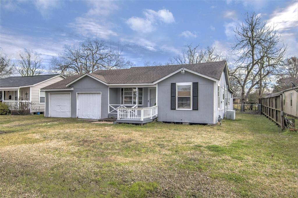 509 W Oak Street, Highlands, TX 77562