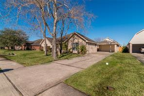 2216 Meadows Boulevard, League City, TX 77573