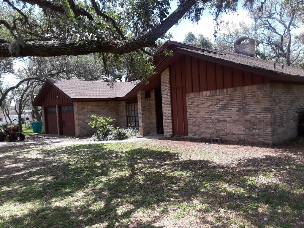 824 Live Oak Drive, Inez, TX 77968