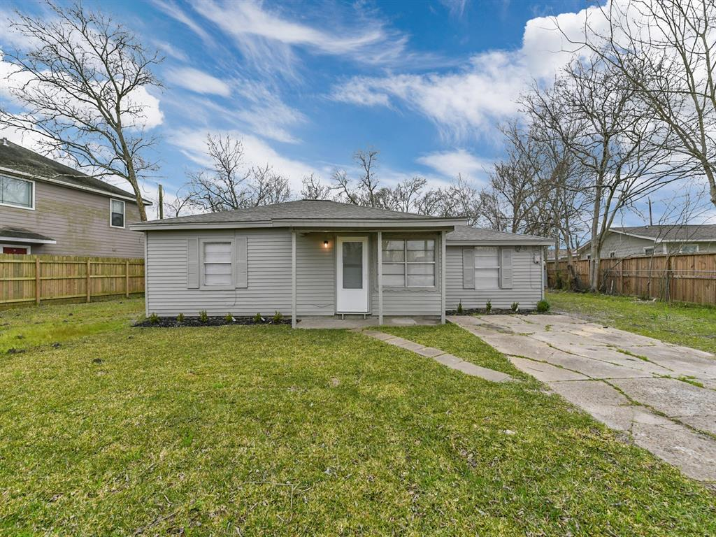 7919 Thompson Road, Highlands, TX 77562