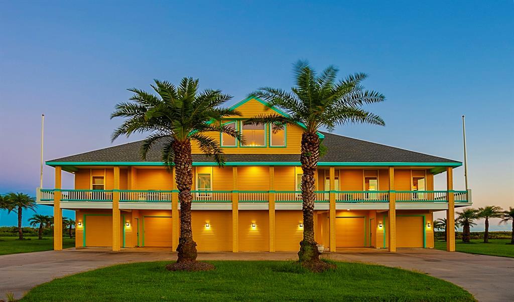680 Villa Drive, Crystal Beach, TX 77650