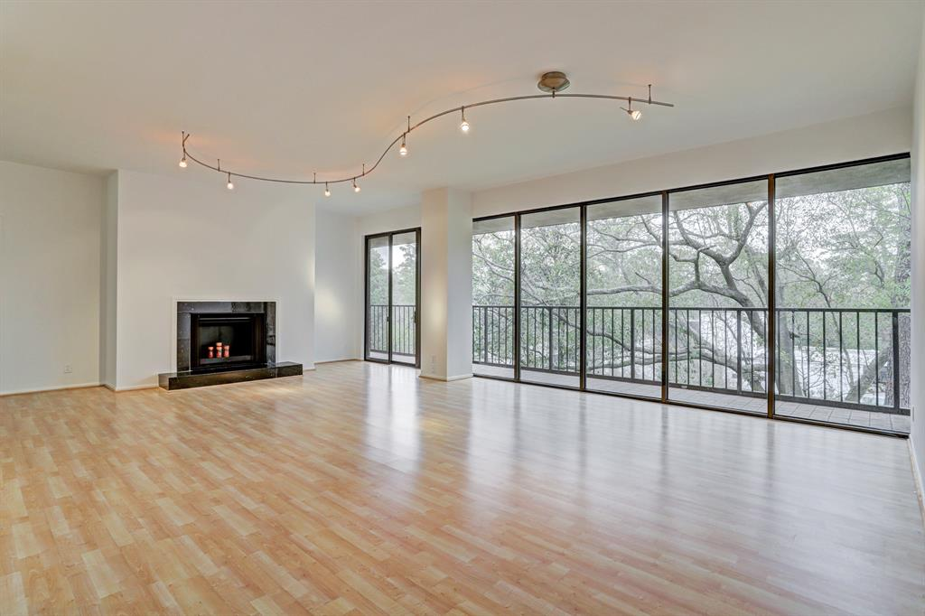 Wonderful split plan 2 bedroom, 2 bath condo close-in Memorial; reno completed Jan 2019; fresh paint and quality appliances; fireplace and a large balcony, HOA has first right of refusal, at closing; 2 mo maint fee paid in advance, 2 mo maint fee, non refun paid into Reserve Fund. Buyer pays $250 Trans Fee & to meet w/Bldg Mgr prior to move in for Bldg Orientation. Pet restr. The Memorial offers 24 hr concierge service, controlled access, pool atriums & manicured grounds. Easy access to 1-10 & 610, min to Galleria & Uptown.