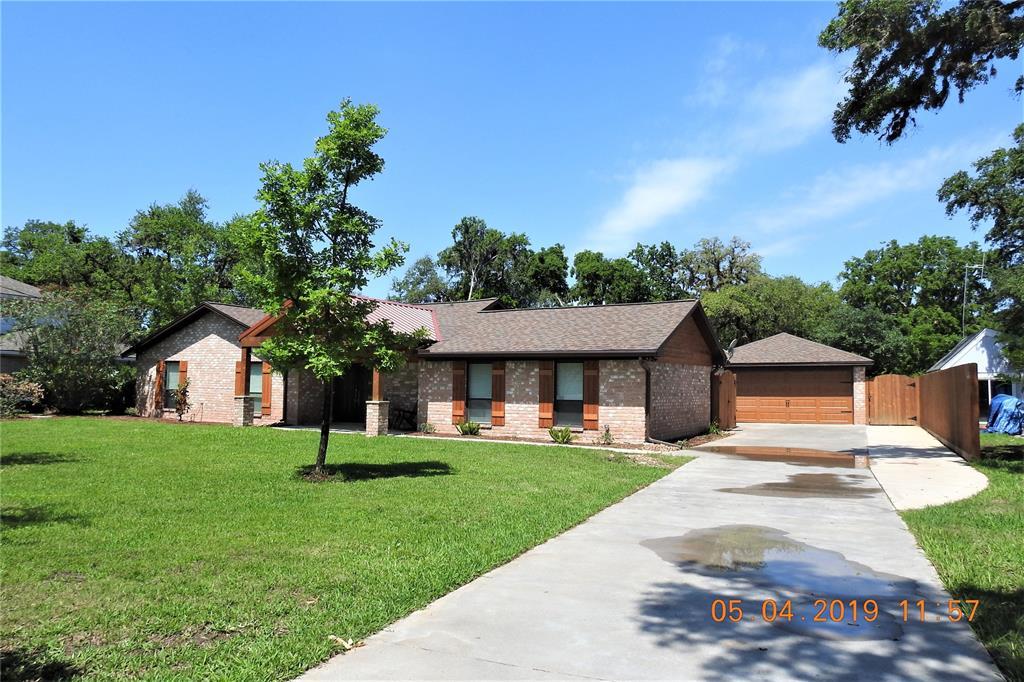 59 Robinhood Lane, Clute, TX 77531