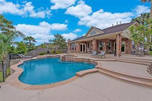 106 Marina Oaks Drive, Kemah, TX 77565