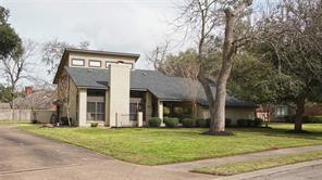 208 arrowwood street, lake jackson, TX 77566