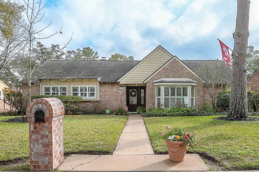 11423 Pecan Creek Drive, Houston, TX 77043