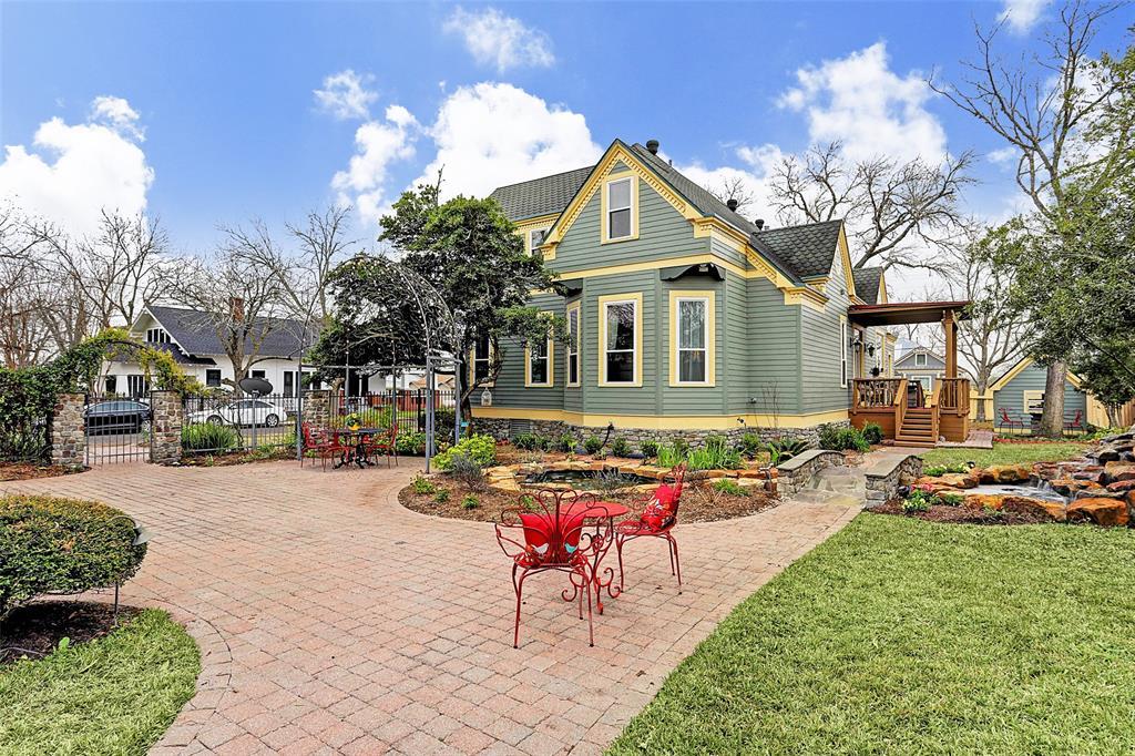 209 W Market Street, Fayetteville, TX 78940