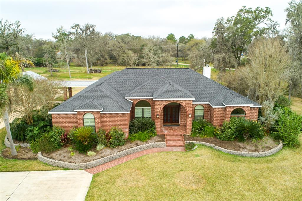 103 Deer Trail, Lake Jackson, TX 77566