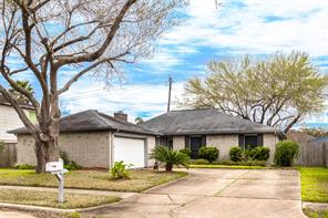 3111 Pilgrims Point, Pearland TX 77581
