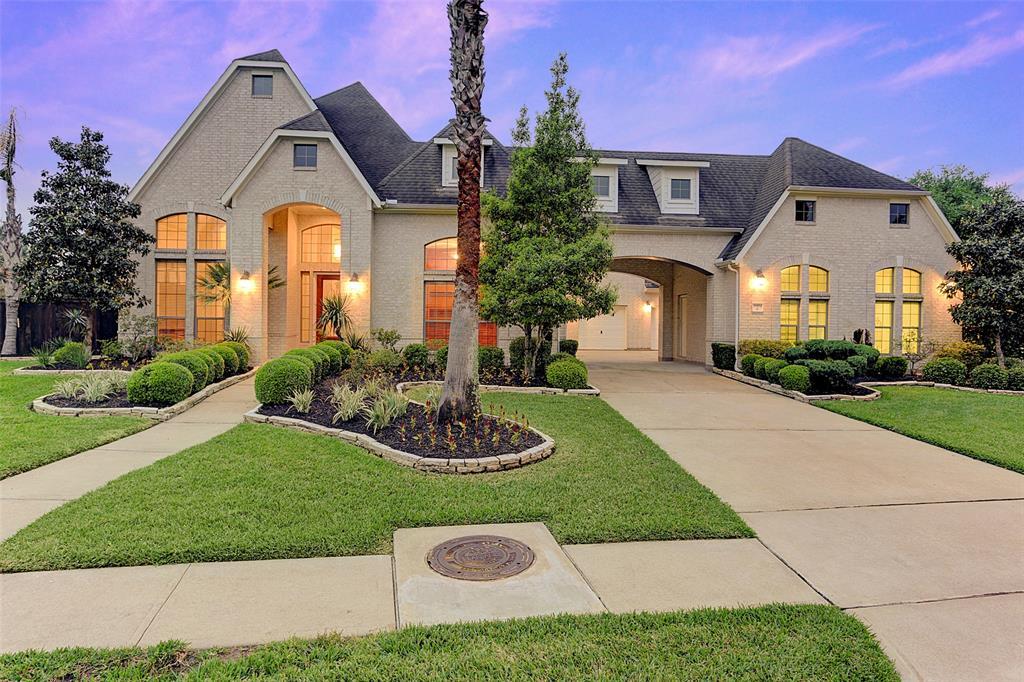 11904 Crescent Bluff Drive, Pearland, TX 77584