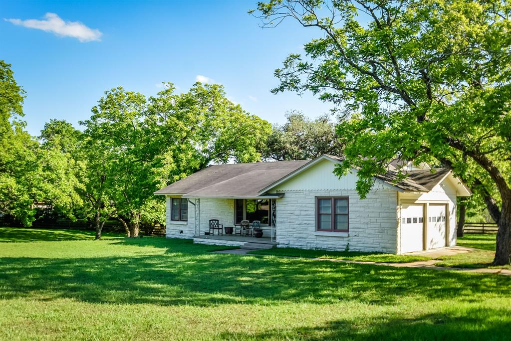 1010 E Gonzales Street, Yoakum, TX 77995