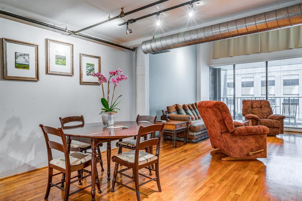 Penthouse unit with private balcony over looking Main Street.  This is the perfect location in the heart of downtown to enjoy the city life.  With access to the underground tunnels, walking distance from many restaurants, shopping, and the Metro Rail you will always be close to Houston's many attractions!