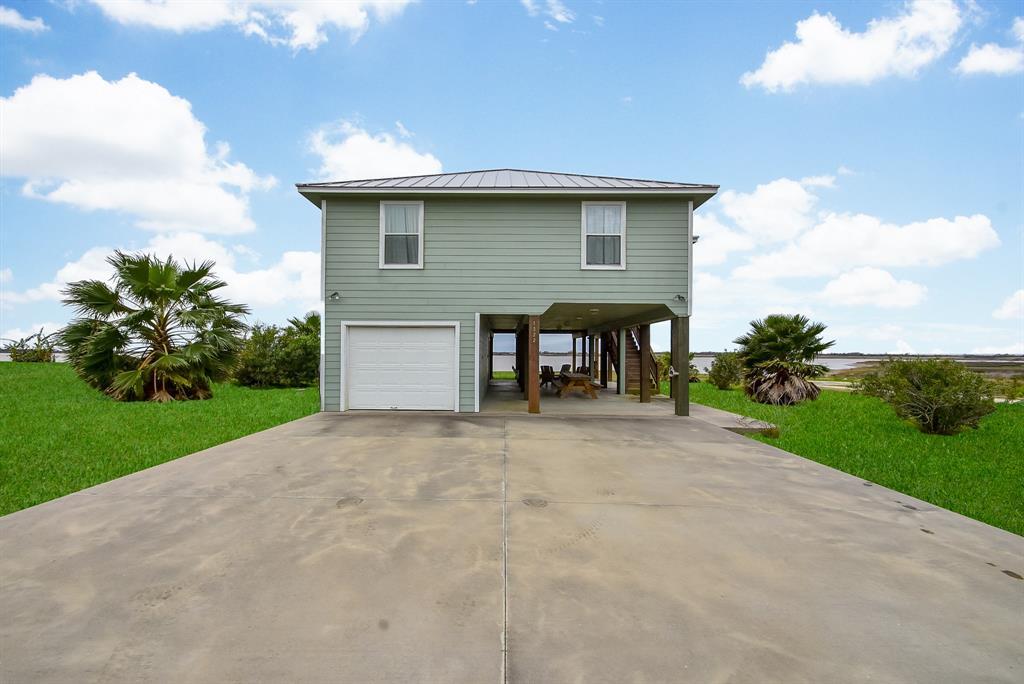 1322 W Bayshore Drive, Palacios, TX 77465