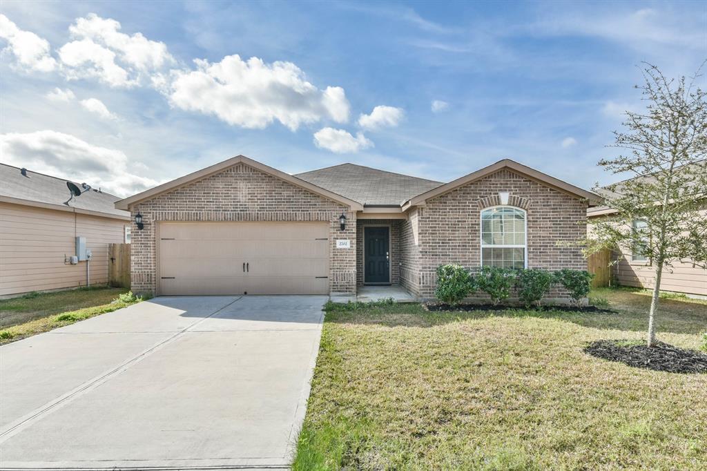2702 Tracy Lane, Highlands, TX 77562